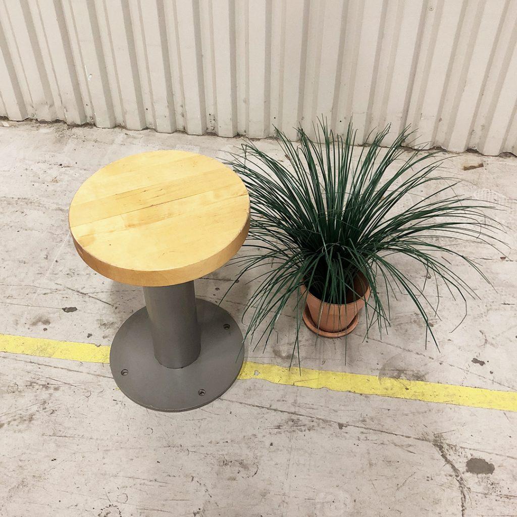 industripall i stål och trä