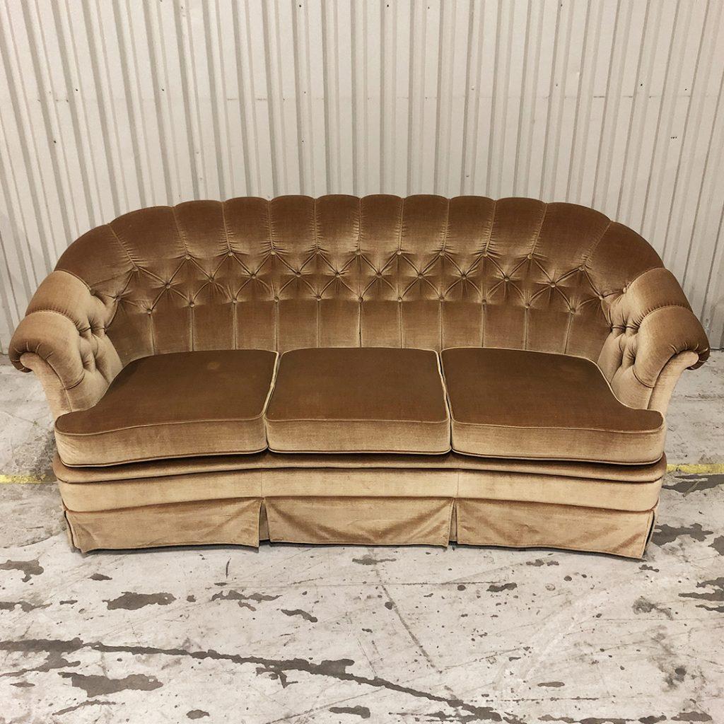 Soffa i beige/guld sammet/plysch