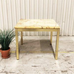 litet bord i mässing och marmor