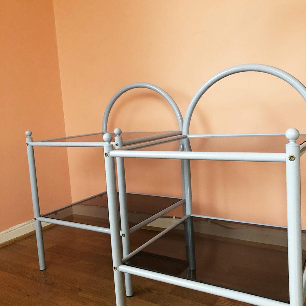 blå sängbord glas metall