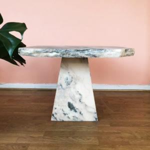 marmor bord pelare rosa vit grå