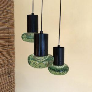 taklampa tre pendlar grönt glas och mässing