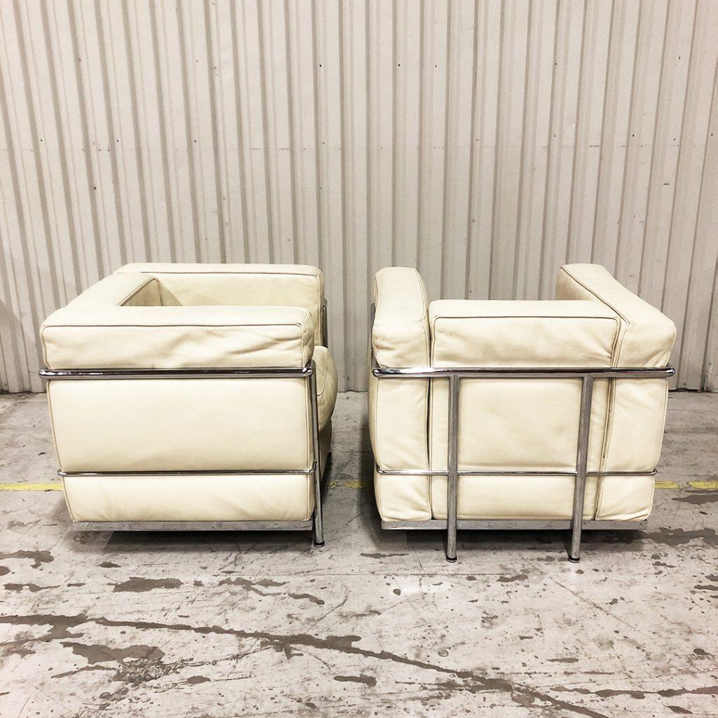 fåtölj LC 2 efter Le Corbusier vit krom