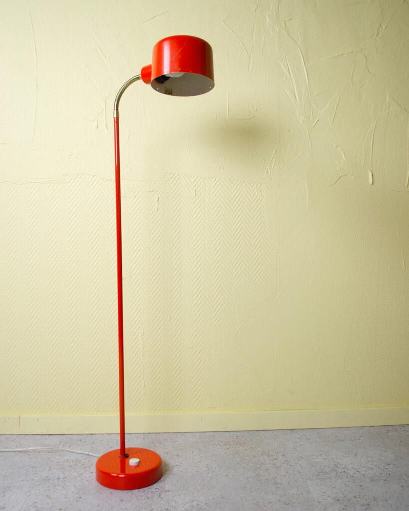 Orange golvlampa metall