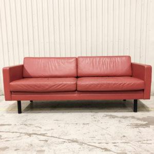 röd soffa skinn tvåsits
