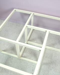glasbord i vitt trä