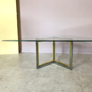 trekantigt glasbord