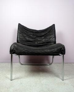 loungefåtölj i svart och krom